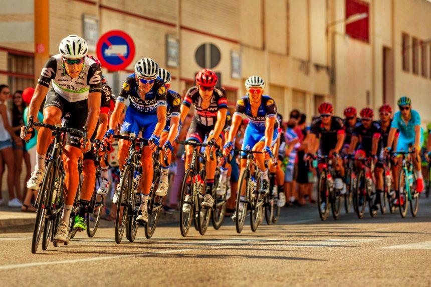 Ce se întâmplă dacă se anulează Turul Franței. La mijloc este un munte de bani