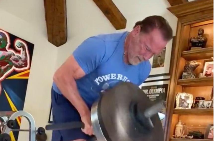 VIDEO | Arnold nu se uită în buletin. Începe săptămâna la fel ca în tinerețe
